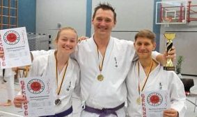 Clara Regusiak, Dennis Freud und Steffen Scheuermann (v.l.) freuten sich über ihre guten Leistungen in Beelen.